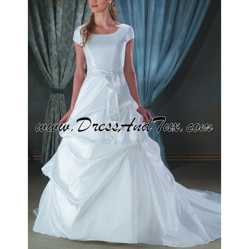 Wavy Modest Wedding Dress (Amaryllis D11)